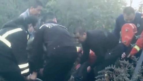 五旬村妇落入30米井下 西安消防15分钟救上来
