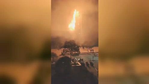 井冈山大学学生会堂起火 火光炸裂瞬间如科幻大片