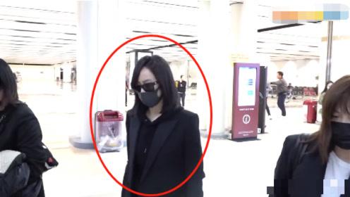 宋茜到达韩国,为吊唁雪莉取消线下直播,之前一直受网络恶评