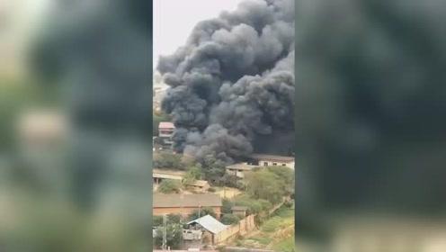 鹰潭一酒厂突发大火 扑救期间外墙发生坍塌