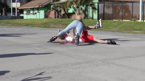 国外情侣当街滑轮滑摔倒,测试路人反应,路人:我就静静看着你们