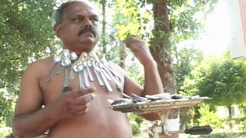 """印度男子称有""""特异功能"""",可以吸住任何金属,这是什么原理?"""