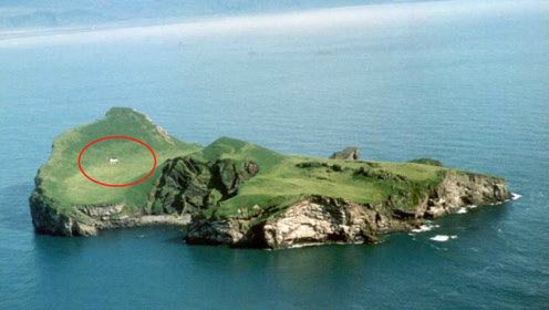 每年给你500万,住进世界最孤独的海岛,你能受得了吗?