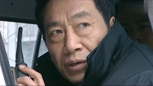 誓言:警察在车里讨论抓捕行动,哪料疑犯这么厉害,这下有的看了