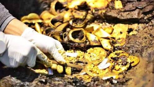 工人施工出土巨大石坑,考古队赶来,专家:内有大量黄金器物!