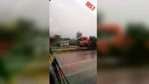 京昆高速山西稷山段半挂车与商务车相撞 交警:已致6死2伤