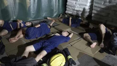 心疼!消防员通宵灭火,奋战34小时现场就地睡着