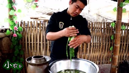 """小农乡:教你做""""坛子酸菜"""",开水一烫,3天就酸了,开胃下饭"""