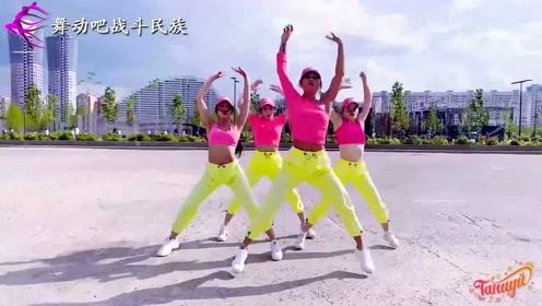 """节奏感超强!俄罗斯姑娘跳""""甩胯舞"""",被动感的舞步征服了"""