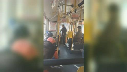 哈尔滨一男子坐公交车不给钱,直言:看守所刚出来,没钱!