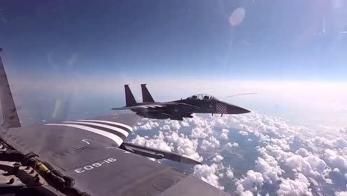 诺曼底登陆75周年,F-15战机在奥马哈海滩上空飞行