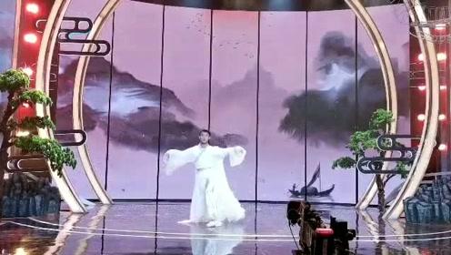 这是什么颜值的小哥哥把古风《青花瓷》,跳的淋漓尽致!