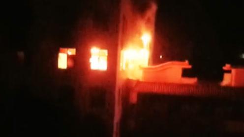 4死3伤!福建南安一工厂凌晨突发火灾 过火面积达300平米