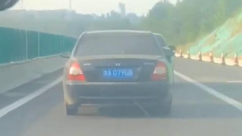 高速偶遇一女司机 把车开出了这水平 看着就想笑