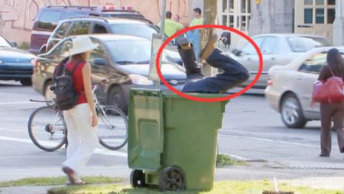 """街头恶搞:会""""吃人""""的垃圾桶,路人的反应太真实!"""