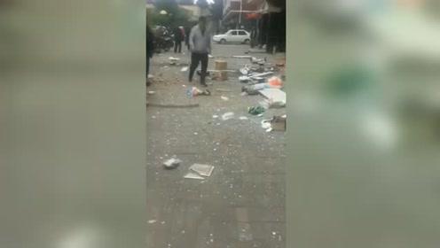 突发!黑龙江绥化一小区住户疑煤气爆炸 窗框炸脱落,一地狼藉