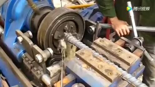 如今很多建筑工人买台这样的机器去工地打工,一天最少能赚三四百
