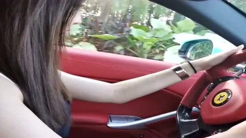 白富美出门兜风了,看到方向盘上的车标我羡慕了,好想能和她做朋友!