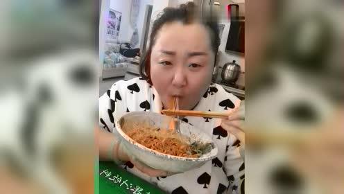 北京胖姐吃拌面!这个吃相真是过瘾了