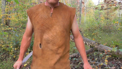 野外生存,教你用兽皮制作衣服,荒野求生保暖很重要