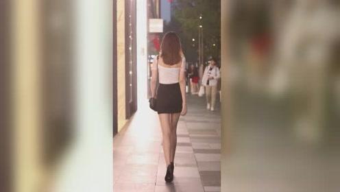 街头遇到姑娘背影好迷人,即使在茫茫人海中,也无法隐藏这般美!