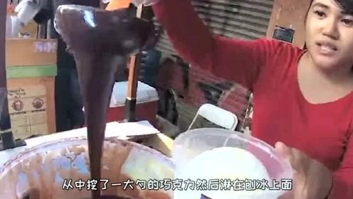 """国外街头两个美女卖的甜品,一份""""3万块""""网友:这料完全对得起这个价钱!"""