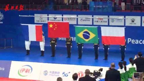 全场高唱国歌:中国柔道女子团体赛今日夺金