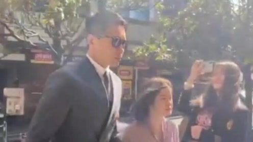 高云翔案庭审今日正式开始 本人穿灰色西装现身