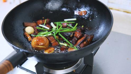 香菇五花肉盖浇饭,加一个鸡蛋红烧,肥而不腻!