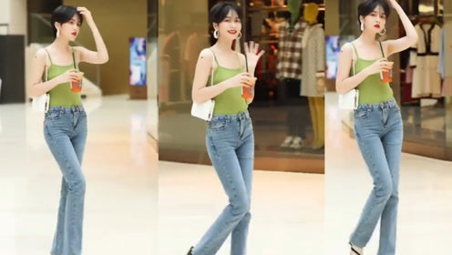 绿色的修身背心搭配紧身牛仔裤,小姐姐瞬间穿出超模的气质!