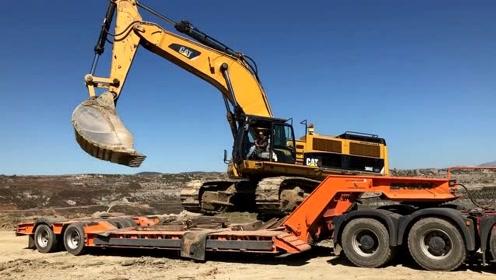 运输CAT 385C挖掘机的大运输车