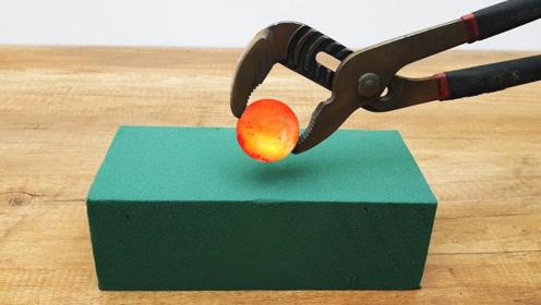 将1000度的金属球放在泡沫上,会被立刻烧穿吗?结局让人不可思议