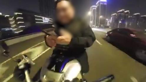 """摩托车手危险驾驶还拍视频""""挑战全武汉交警""""  结局令人极度舒适"""