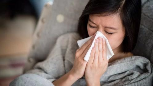 女子得怕冷病,夏天很热还要穿六层毛衣,医生说出原因令人意外