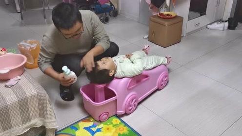 宝宝特别喜欢这个神器,买了以后自己主动要求洗头,真自觉!