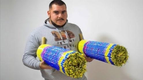 俄罗斯小哥买三万发窜天猴捆在一起点着,这下一次就满足了!