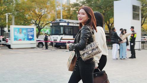 三里屯街拍:冬日临近气温渐冷,出门逛街怎么穿显得更时尚?