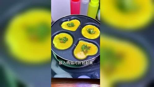 烤鸡蛋饺子美食小吃,浓浓的蛋香味道,请问你们流口水吗