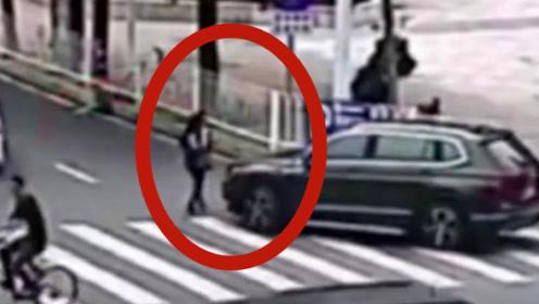 少妇上班路上突遇意外,惨遭碾压身亡,查看监控丈夫愤怒了!
