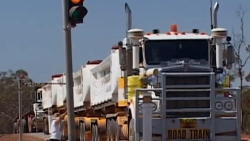 世界上最长的卡车,全长1600米能在公路上行驶,车身有42个车厢