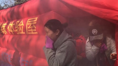"""北京东城119宣传月 美女记者体验逃生 浓烟过后大喊""""重获新生"""""""