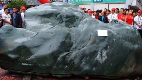 农民河里捞出一块40吨巨石,神秘女子花高价买走,切开不淡定了