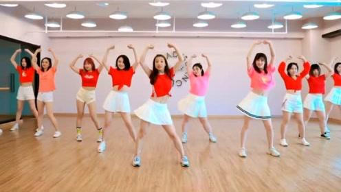 看过这么多姐姐跳《鳌拜鳌拜》,就属这个跳的节奏感十足!