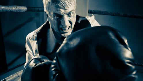 国外老大爷展示拳击技巧 岁月虽然流逝但带不走技术