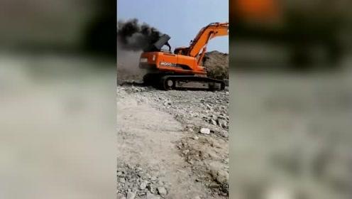 斗山挖机不是用柴油的,是烧柴火的