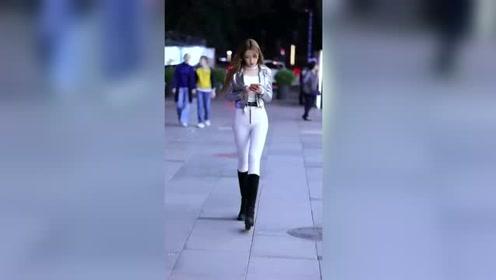 街拍美女:美丽大方的萌妹子