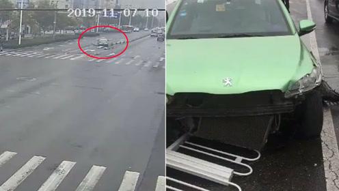 """监拍:邯郸一的哥突发脑出血 开车""""骑""""上路中护栏"""