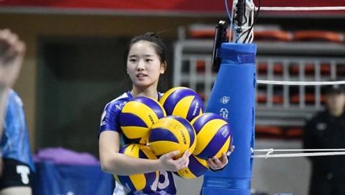 18岁天才女排新星,名门之后已入郎平慧眼,力压世界冠军!