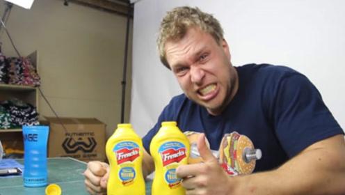 男子作死尝试,一口气吃下两瓶芥末,结果让人不忍直视!