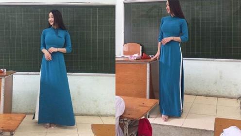 越南小学美女教师穿传统服饰授课走红 网友:好想上老师的课